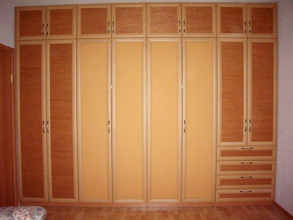 Двери в шкаф распашные своими руками