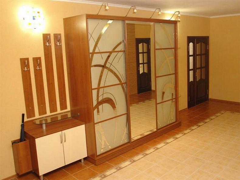 Шкаф купе зеркальный в прихожую на заказ. Цена от 13 990 руб./п.м. Купить в Саратове - BLIZKO.ru