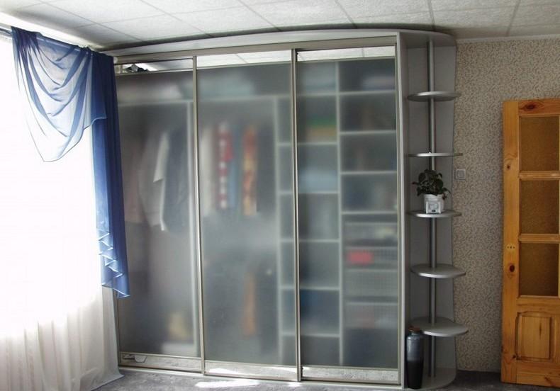 Шкафы купе с лакоматом